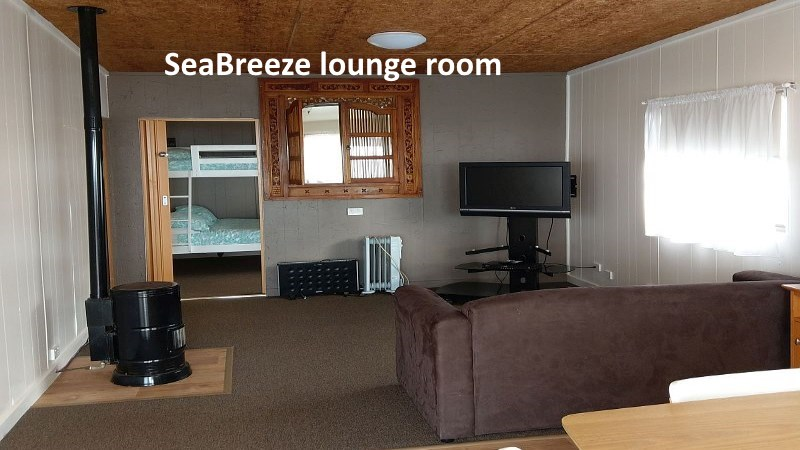 Sea Breeze Cabin's Lounge Room